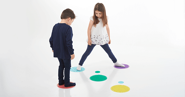 kids playing and discovering with silishapes